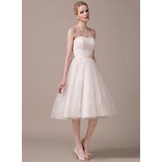 A-linjeformat Hjärtformad Knälång Tyll Spetsar Bröllopsklänning med Rufsar