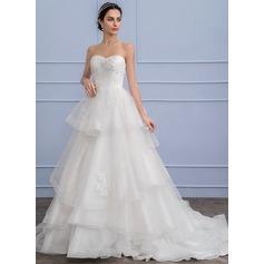 Forme Princesse Amoureux Traîne moyenne Tulle Robe de mariée avec Brodé Motifs appliqués Dentelle Paillettes Robe à volants