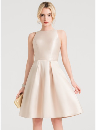 A-Line/Princess Scoop Neck Knee-Length Satin Homecoming Dress