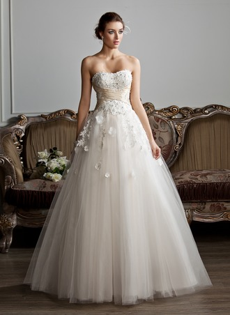 Corte de baile Escote corazón Hasta el suelo Tul Vestido de novia con Volantes Fajas Bordado Los appliques Encaje Flores