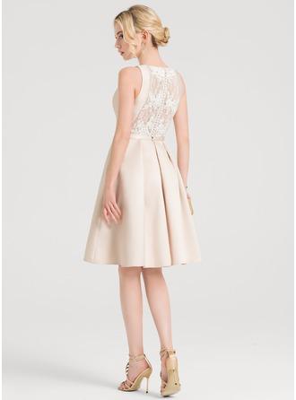 A-Line/Princess Scoop Neck Knee-Length Satin Cocktail Dress