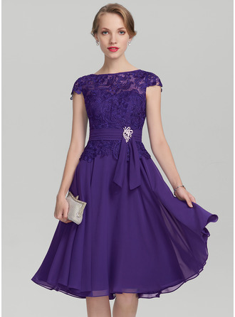 A-Line/Princess Scoop Neck Knee-Length Chiffon Lace Mother of the Bride Dress With Beading