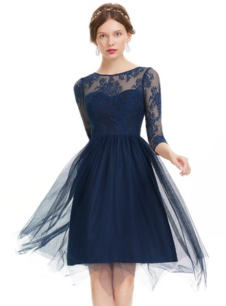 A-Line/Princess Scoop Neck Knee-Length Tulle Prom Dress