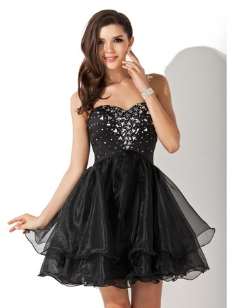A-Line/Princess Sweetheart Short/Mini Organza Homecoming Dress With Beading