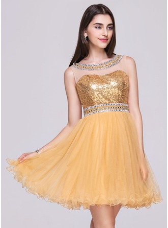 A-Line/Princess Scoop Neck Short/Mini Tulle Sequined Homecoming Dress With Beading