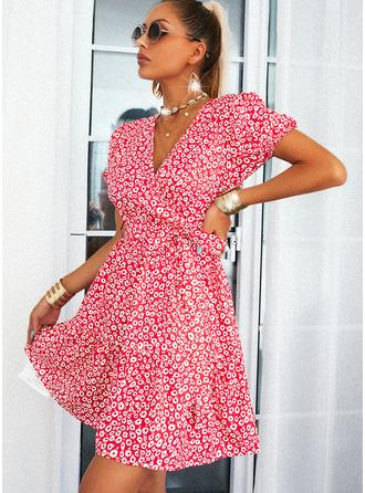 Trykk A-line kjole Kortermer Mini Avslappet skater Wrap Motekjoler
