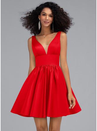 A-Line V-neck Short/Mini Satin Homecoming Dress With Pockets