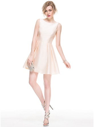 A-Line/Princess Scoop Neck Short/Mini Taffeta Cocktail Dress