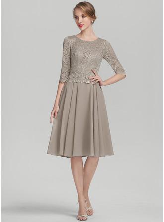 A-Line Scoop Neck Knee-Length Chiffon Lace Cocktail Dress