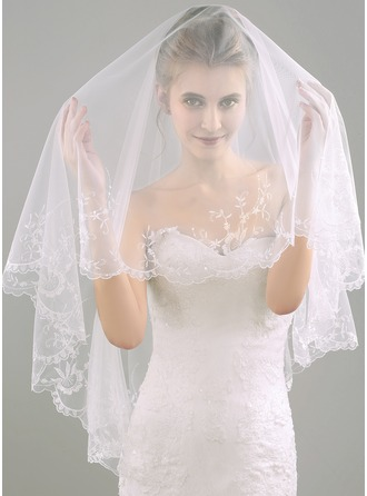 One-tier Lace Applique Edge Waltz Bridal Veils With Embossed Fabric