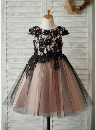 A-Line/Princess Knee-length Flower Girl Dress - Satin/Tulle/Lace Short Sleeves Scoop Neck With Appliques