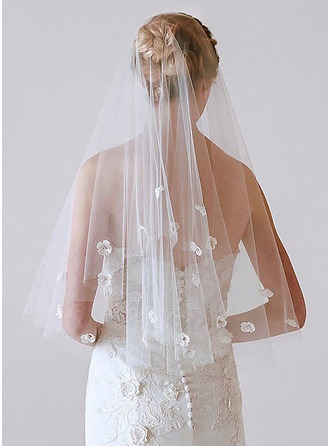 Two-tier Cut Edge Fingertip Bridal Veils With Applique