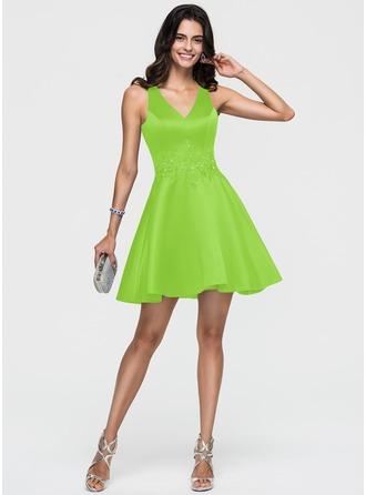 A-Line/Princess V-neck Short/Mini Satin Homecoming Dress With Lace Beading