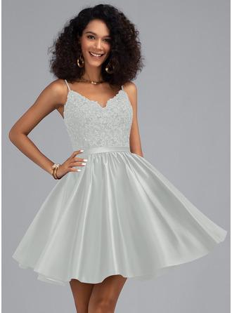 Corte A Escote en V Corto/Mini Satén Vestidos de baile de graduación con Cuentas Lentejuelas
