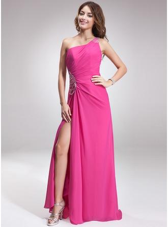 Vestidos princesa/ Formato A Um ombro Sweep/Brush trem Tecido de seda Vestido de Férias com Pregueado Beading Frente aberta