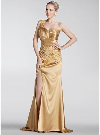 A-Linie/Princess-Linie Eine Schulter Sweep/Pinsel zug Charmeuse Festliche Kleid mit Rüschen Perlstickerei Applikationen Spitze Schlitz Vorn