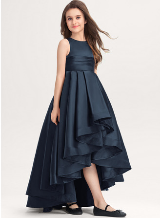 Aライン スクープネック 非対称 サテン ジュニアブライドメイドドレス とともに ラッフル