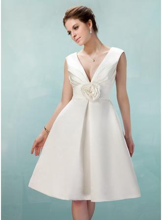 A-Line/Princess V-neck Knee-Length Satin Homecoming Dress With Ruffle Flower(s)