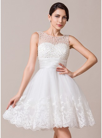 A-Line/Princess Scoop Neck Knee-Length Tulle Wedding Dress With Ruffle Beading Appliques Lace