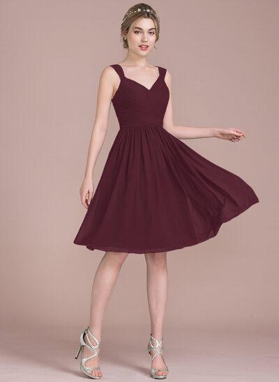 A-Line/Princess V-neck Knee-Length Chiffon Bridesmaid Dress With Ruffle Bow(s)