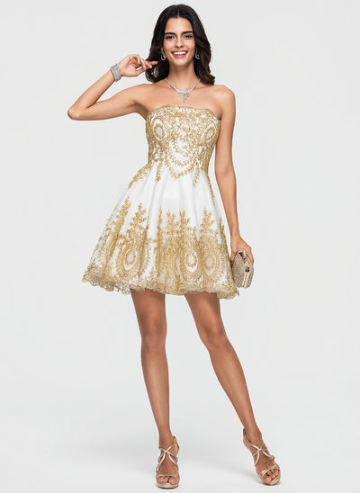 A-Line/Princess Strapless Short/Mini Tulle Homecoming Dress With Appliques Lace