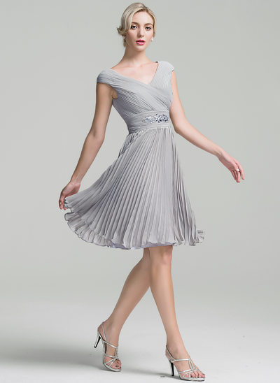 A-Line/Princess V-neck Knee-Length Chiffon Cocktail Dress With Ruffle Beading Pleated
