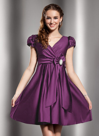 A-Line/Princess V-neck Short/Mini Satin Homecoming Dress With Ruffle Crystal Brooch Bow(s)