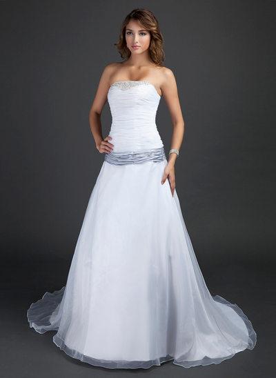 Princesový Bez ramínek Dvorní vlečka Taffeta Organza Svatební šaty S Volán Šerpy Zdobení korálky