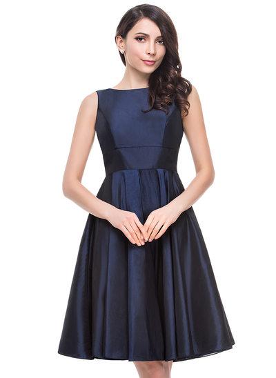 A-Line/Princess Scoop Neck Knee-Length Taffeta Bridesmaid Dress With Bow(s)