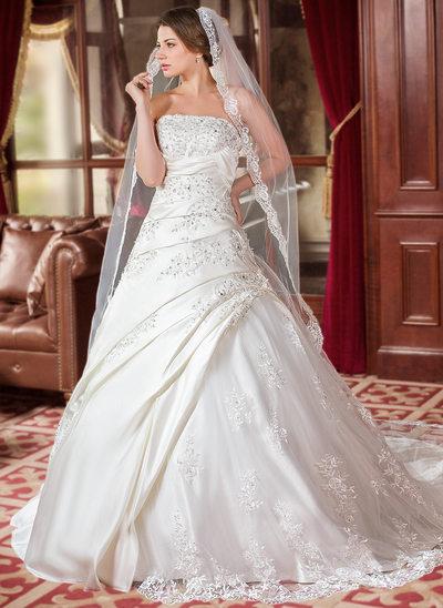 Balklänning Axelbandslös Chapel släp Satäng Bröllopsklänning med Rufsar Pärlbrodering Applikationer Spetsar Paljetter
