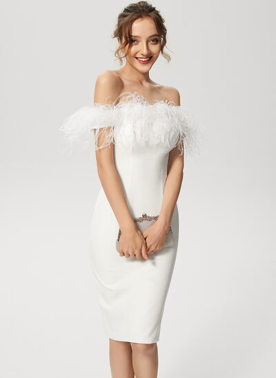 Forme Fourreau Hors-la-épaule Longueur genou Crêpe Stretch Robe de cocktail avec Feather