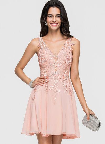 Corte A Decote V Curto/Mini Tecido de seda Vestido de boas vindas com Renda Beading