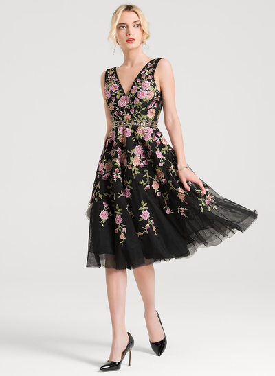 A-Line V-neck Knee-Length Tulle Cocktail Dress With Beading Sequins