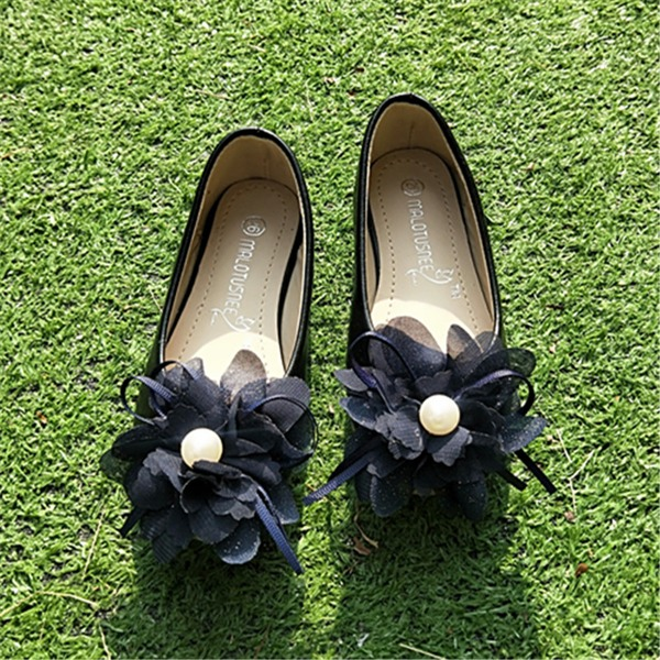 Fille de bout rond Bout fermé Cuir en microfibre talon plat Chaussures plates avec Une fleur
