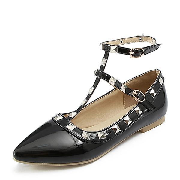 Женщины Лакированная кожа Плоский каблук Сандалии На плокой подошве Закрытый мыс с заклепки пряжка обувь