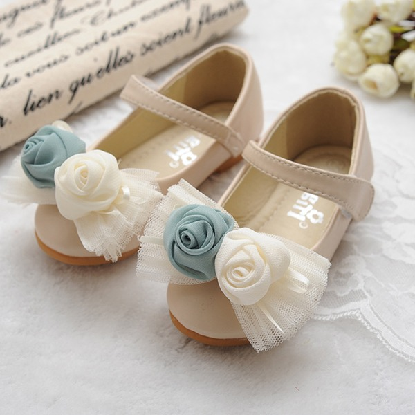 Mädchens Geschlossene Zehe Leder Flache Ferse Flache Schuhe Blumenmädchen Schuhe mit Bowknot Satin Schleife Klettverschluss