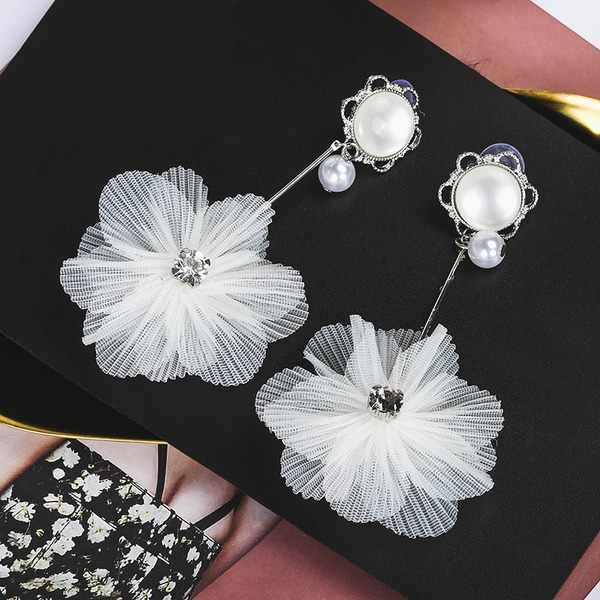 Fashional Alloy Imitation Pearls Lace Ladies' Fashion Earrings