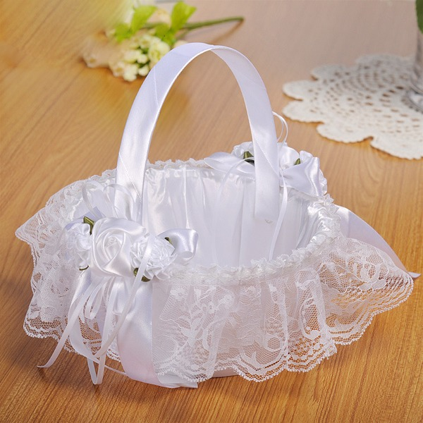 Kaunis Flower Basket sisään Kankaalla jossa Pitsi/Kukka