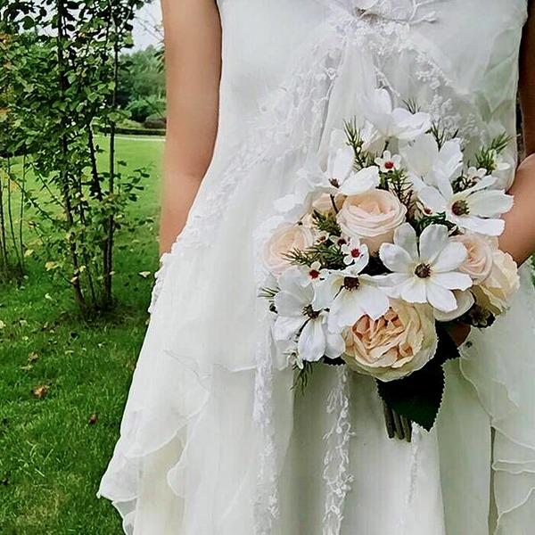 Attaché à la main Fleur en soie Bouquets de mariée (vendu en une seule pièce) -