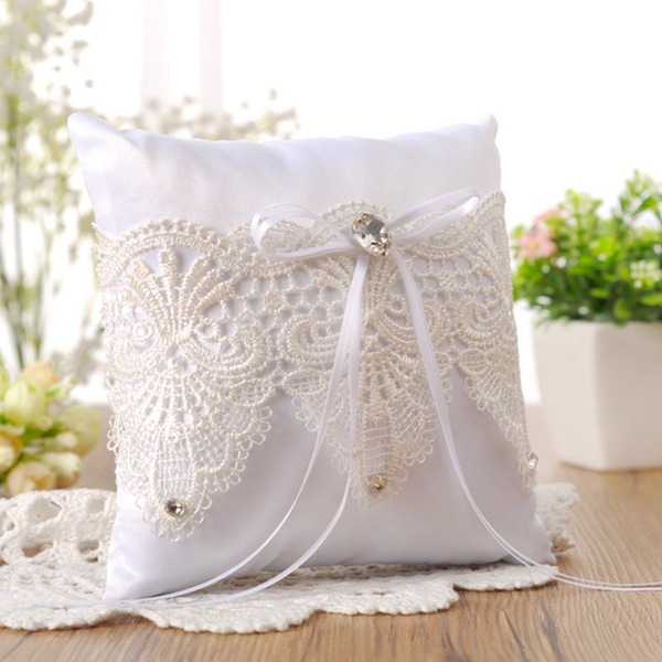 Elegant Ring Pillow With Bow/Lace