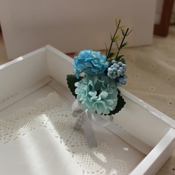 Attaché à la main Fleur en soie Boutonnière (vendu en une seule pièce) - Boutonnière