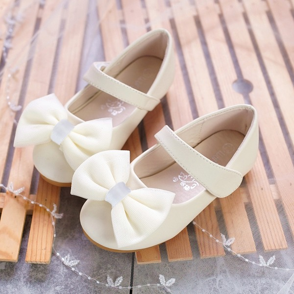 Mädchens Round Toe Microfaser-Leder Flache Ferse Flache Schuhe Blumenmädchen Schuhe mit Bowknot Klettverschluss