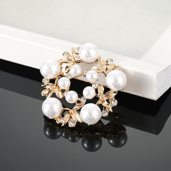 Flower Shaped Alloy Rhinestones Imitation Pearls With Imitation Pearl Ladies' Fashion Brooches (Sold in a single piece)