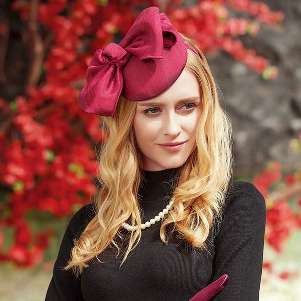 Ladies' Beautiful Silk With Bowknot Beret Hat