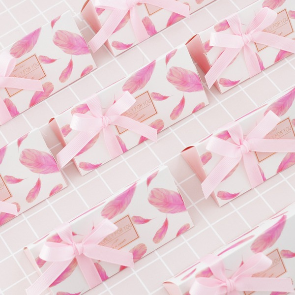 Sweet Love/Creative Triangular Card Paper Favor Boxes & Containers With Ribbons (Set of 24)