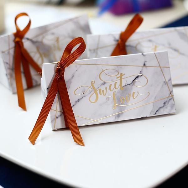 Süße Liebe/Klassische Art Cubic Karton Papier Geschenkboxen mit Bänder (Satz von 20)