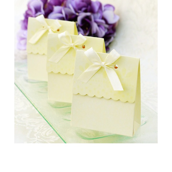 Sweet Scalloped Favor Box (Set of 12)