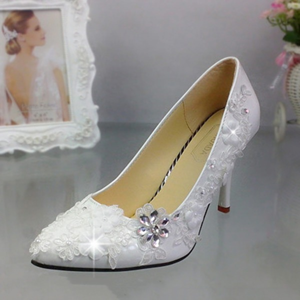 Kvinnor Lackskinn Stilettklack Stängt Toe Pumps med Oäkta Pearl Strass Stitching Lace Applikationer