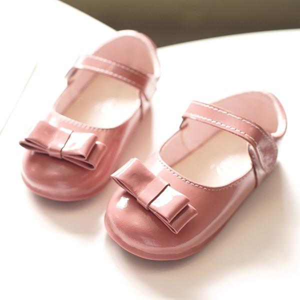 Fille de bout rond Bout fermé Cuir verni talon plat Chaussures plates Chaussures de fille de fleur avec Bowknot Velcro