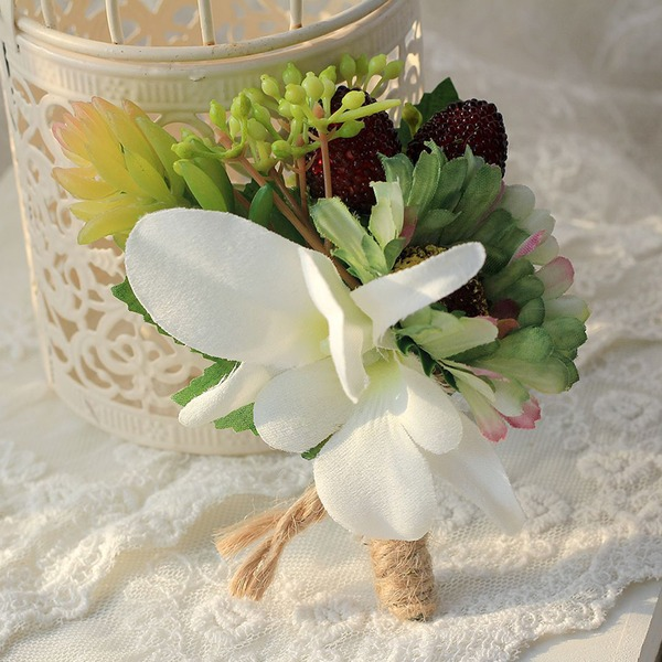 Linned Boutonniere -